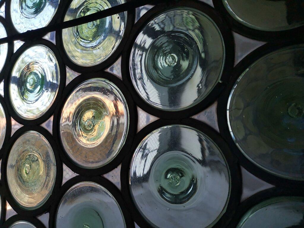 Gläser zu Fenster